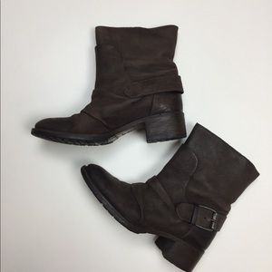 Vera Wang Lavender Brown Leather Boots